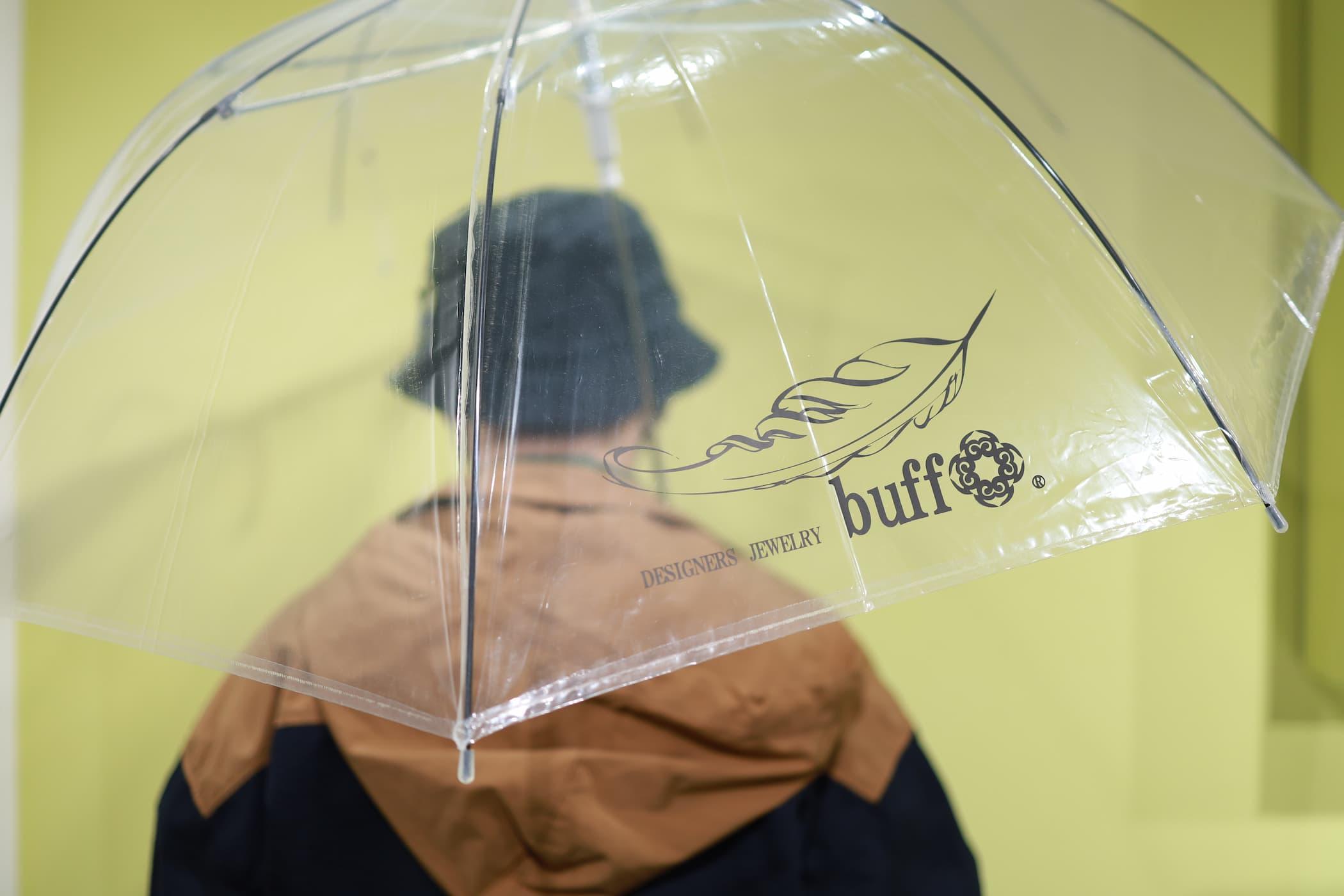 モデル画像・傘使用中