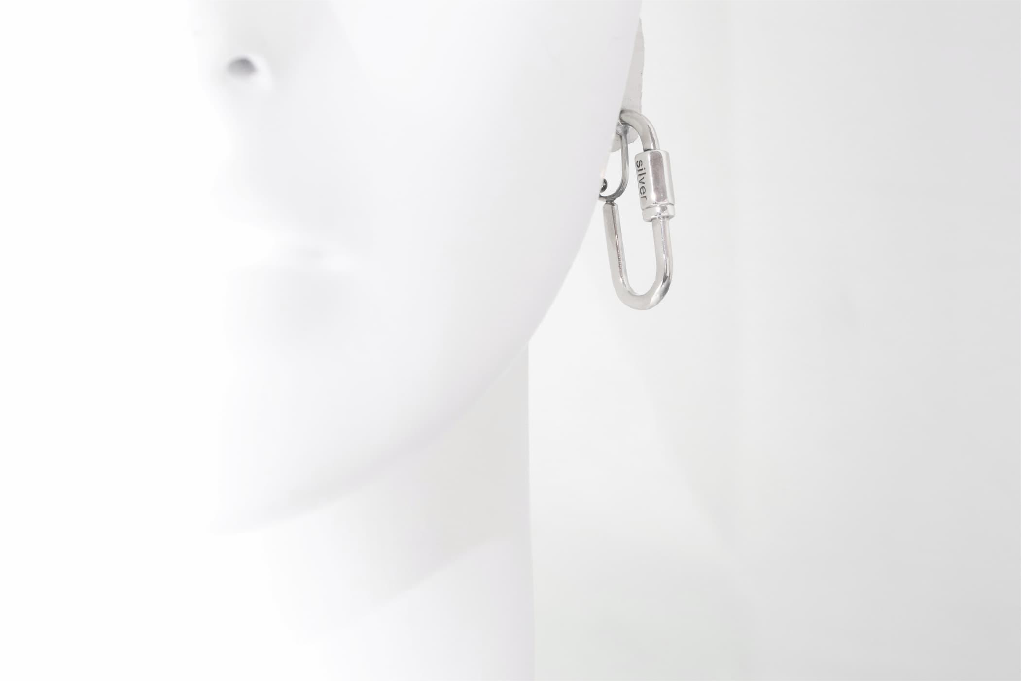 トルソー画像・カラビナイヤリング(ロゴ)